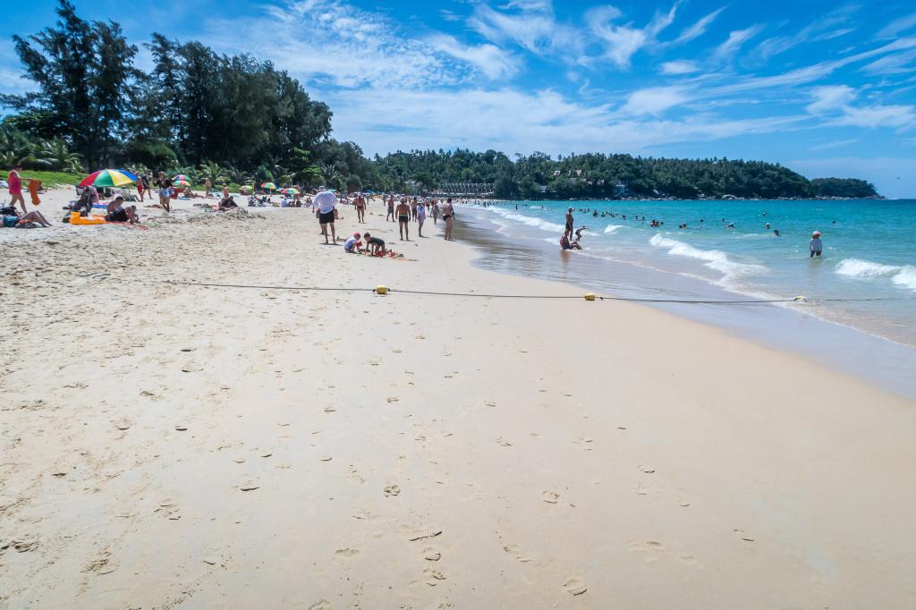 Один турист утонул, упав в воду с сёрферской доски, другой утонул ранее на том же пляже