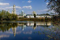 Закон о запрете паломнических туров подписан Путиным; турфирмам разрешили остаться