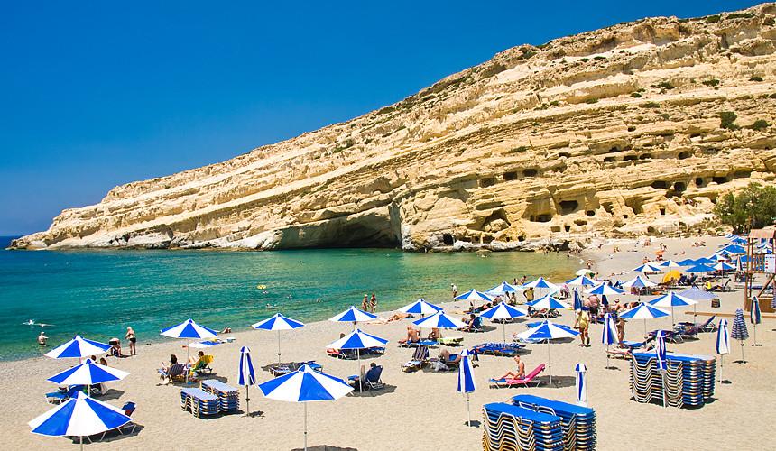 Туроператоры продолжают отменять рейсы в Грецию