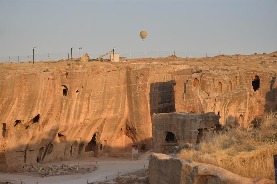 После Каппадокии и Памуккале в Турции для туристов открывают третий центр полётов на воздушных шарах