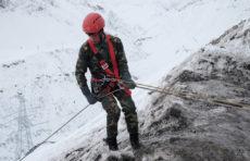 Тело мужчины до приезда спасателей обнаружили добровольцы при сходе лавины