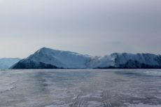 Женщина на коньках замёрзла насмерть, провалившись в трещину на льду