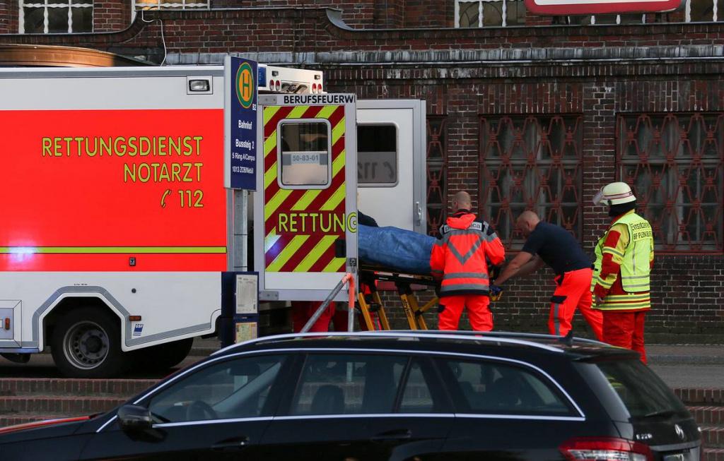 32 пассажира автобуса получили травмы различной тяжести, 3 госпитализировано, обошлось без погибших
