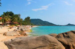 В Таиланде туристка обнаружила зарытый на пляже труп