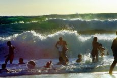Спасатели предупреждают о опасностях на пляжах Пхукета