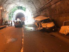 Два человека погибли и семеро пострадали при столкновении легкового авто и микроавтобуса в Абхазии